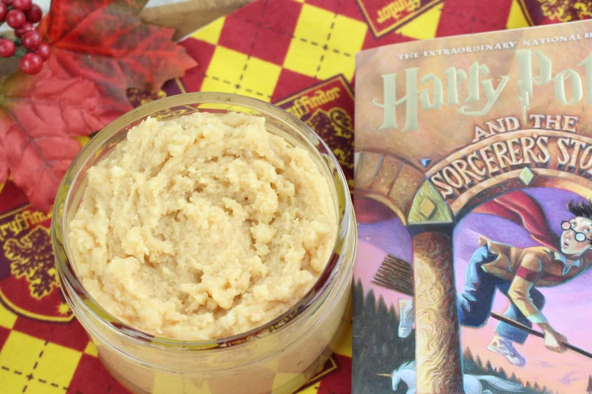 Dude, this Harry Potter Butterbeer Body Scrubis so fabulous smelling and perfect for getting summer-ready legs, I may never get out of the tub! #nerdymammablog #butterbeer #bodyscrub #harrypotter